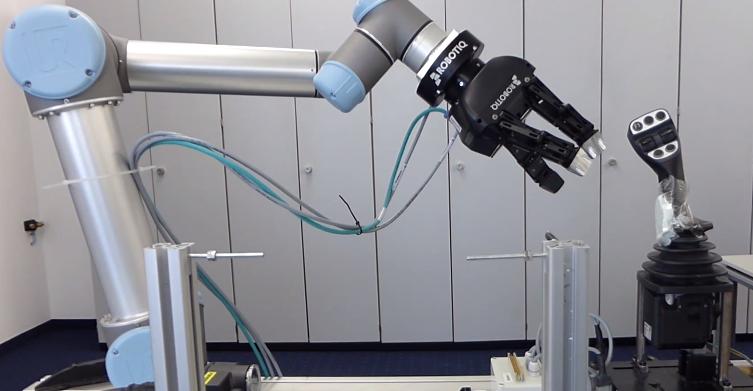 3-Finger-robot-gripper-Elobau-Universal-Robot-2