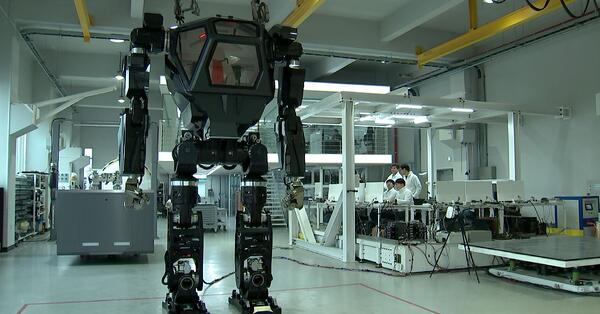 Giant human-controlled robot