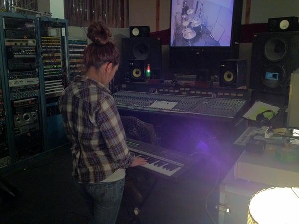 Fanny Borgeat playing piano