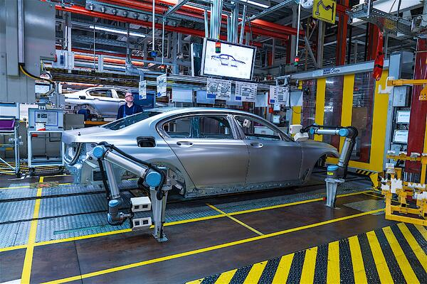 Car manufacturing with robots