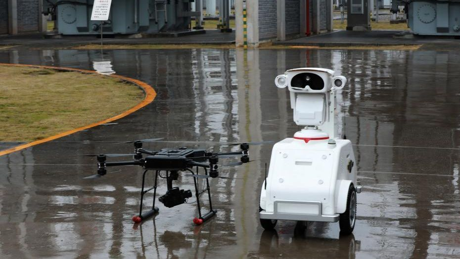 Drone,_robot_patrol_power_station_China_Chongqing_1_cropped.jpg