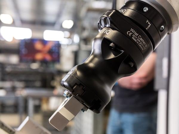 Hand-E Camera FT 300 Machine Tending-14