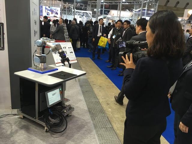 Robotiq at IDEC booth