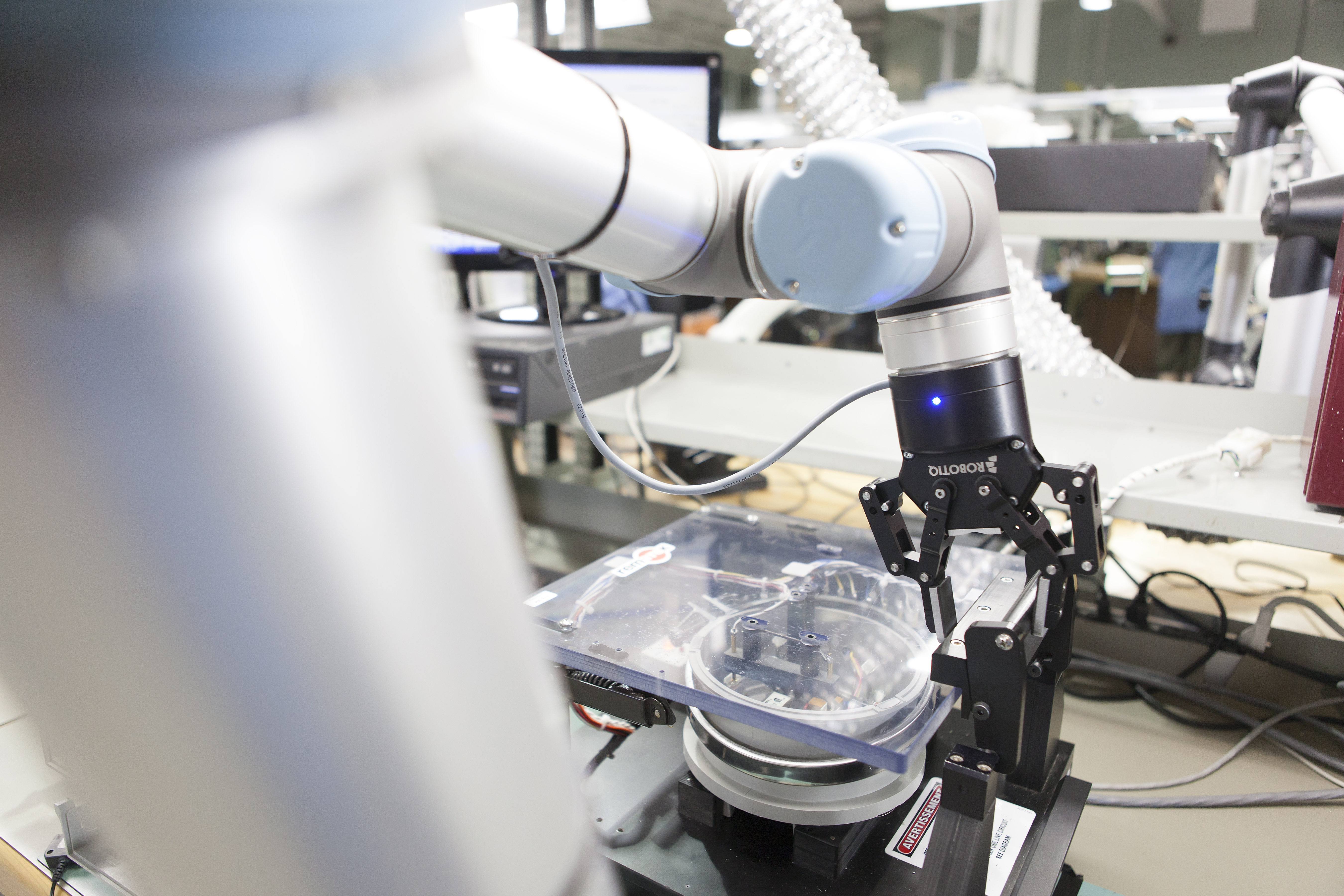 universal-robots-collaborative-robotiq