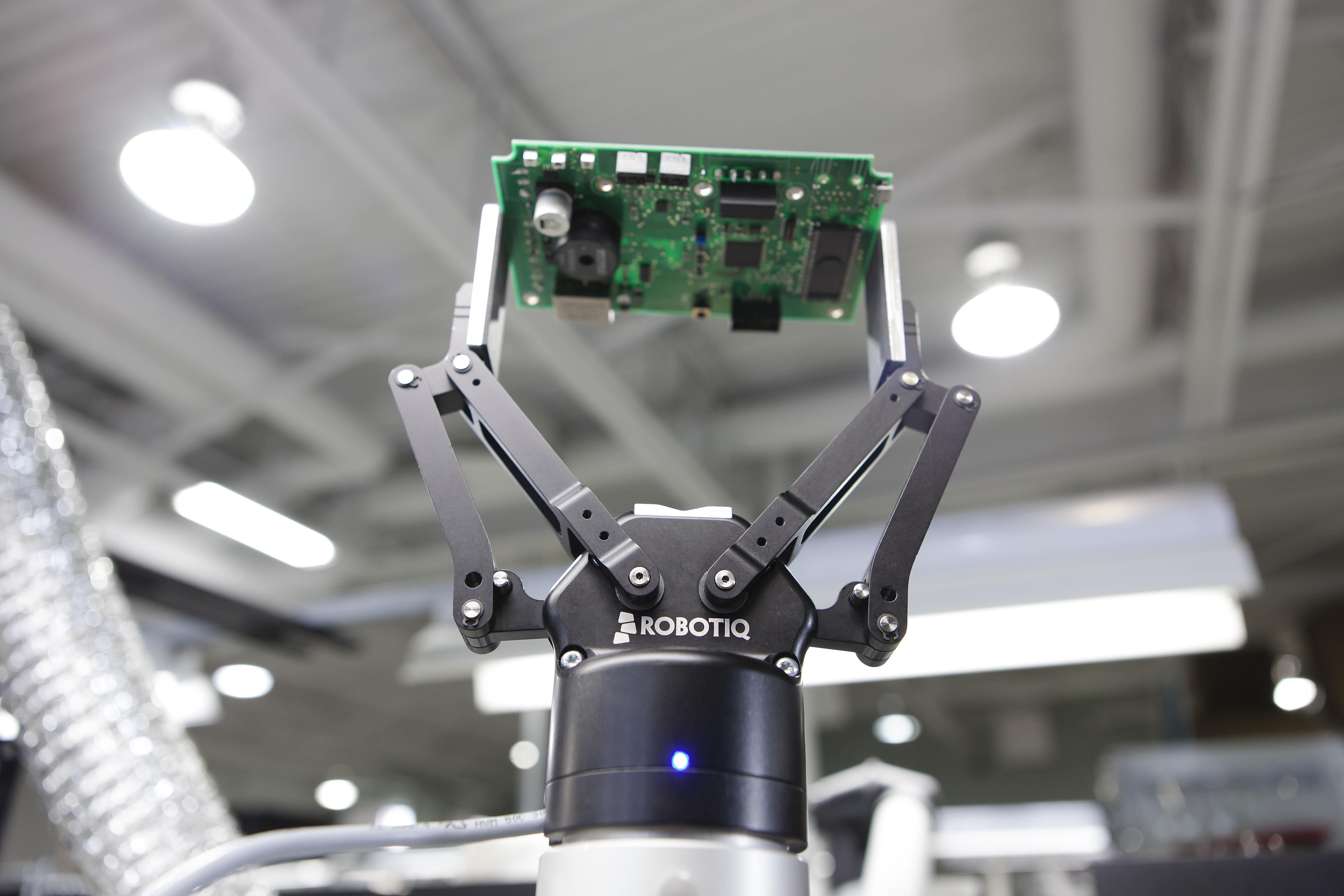 adaptive-gripper-collaborative-robot