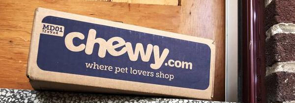 Photo : Chewy.com door sign