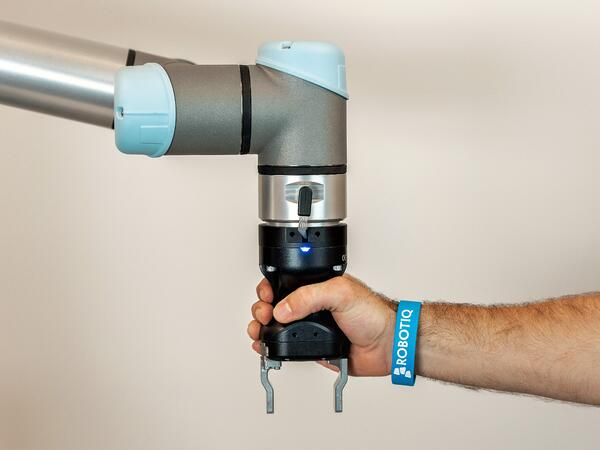 cobot-safety-hand-e-and-human-hands
