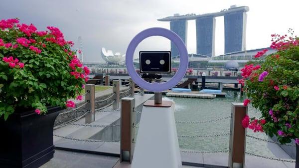 http _cdn.cnn.com_cnnnext_dam_assets_191004142509-selfiebot-singapore