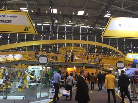 Overview_of_fanuc_booth_.jpg