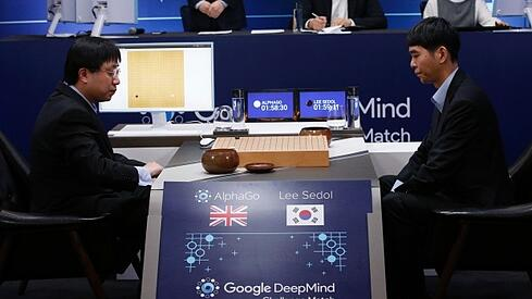 lee-sedol-alphago.jpg