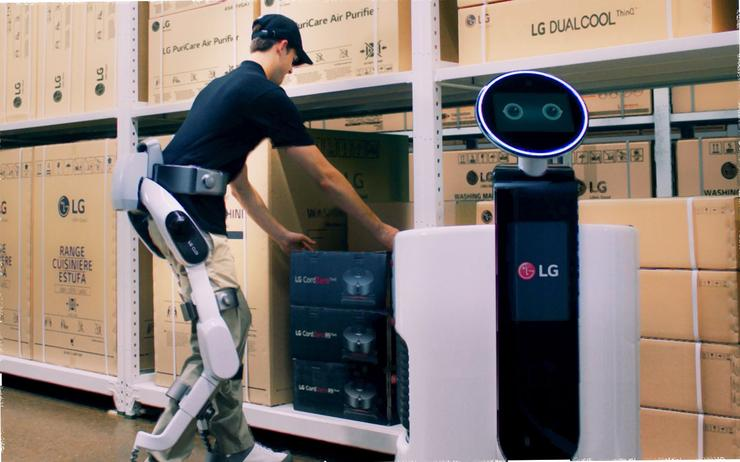 lg-cloi-suitbot-and-lg-shopping-cart-robot