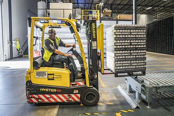 Hyster-40-forklift-in-a-manufacturing-factory