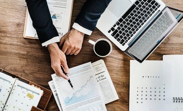 Businessman-making-a-business-plan