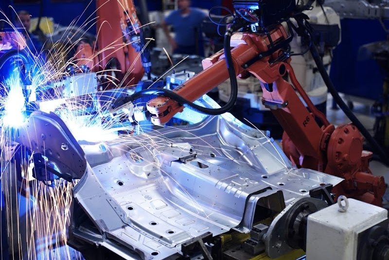robotic-welding-applications-high-speed-industrial-robot-779678-edited.jpg