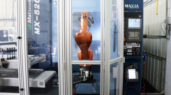 How Difficult Is it to Implement Robotics Into a Manufacturing Plant?