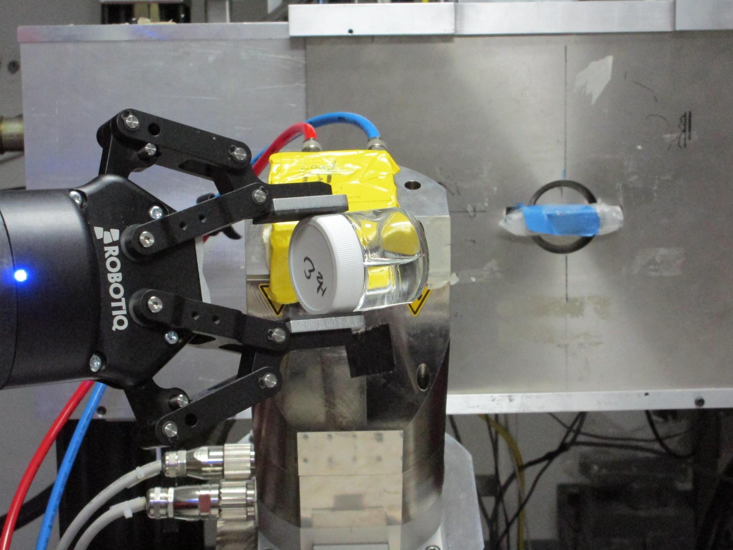 Robotiq 2-Finger Gripper Handles Radiated Parts at Los Alamos National Laboratory
